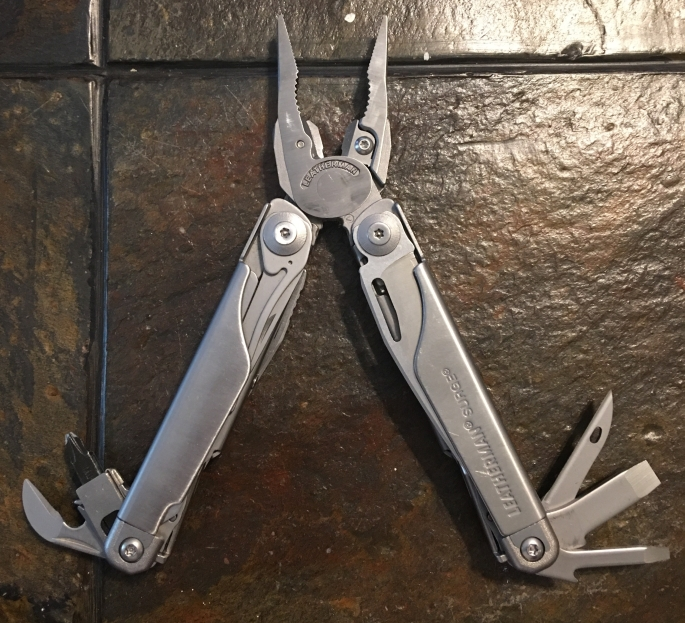Leatherman Surge Multitool open